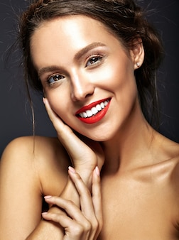 Vrouwelijk model met verse dagelijkse make-up