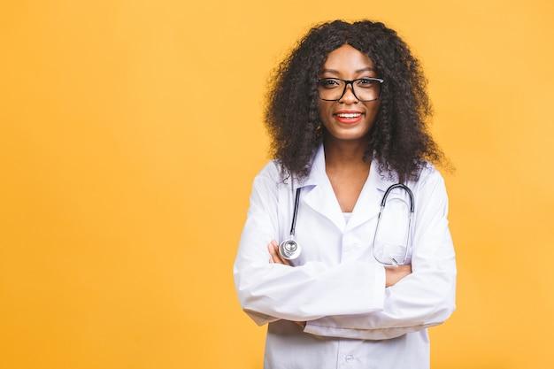 Vrouwelijke afro-amerikaanse arts of verpleegkundige