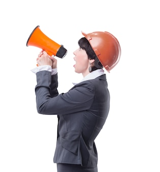 Vrouwelijke architect met een megafoon. geïsoleerd op lichte achtergrond