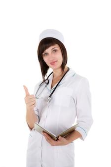 Vrouwelijke arts die die duimen tonen omhoog op witte achtergrond worden geïsoleerd