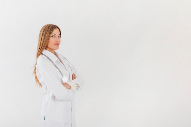 Vrouwelijke arts poseren