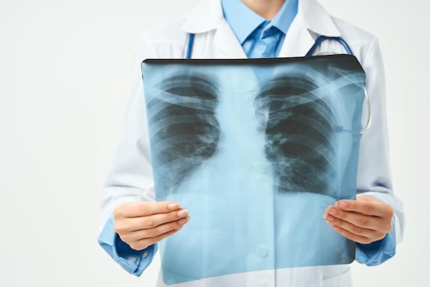 Vrouwelijke arts ziekenhuis onderzoek x-ray gezondheid. hoge kwaliteit foto
