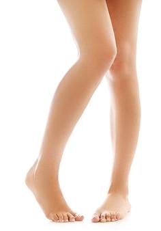 Vrouwelijke benen en blote voeten. huidverzorging en pedicure concept