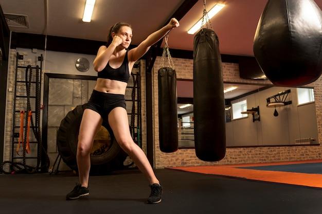 Vrouwelijke bokstraining