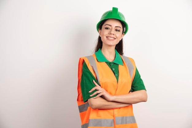 Vrouwelijke bouwwerfingenieur met helm. hoge kwaliteit foto