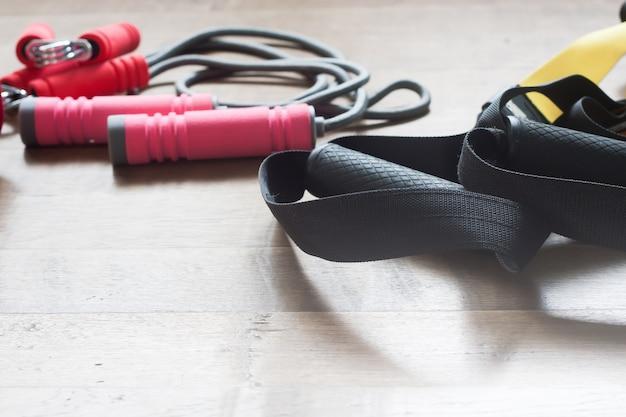 Vrouwelijke dumbbells training volwassenen sneakers slank