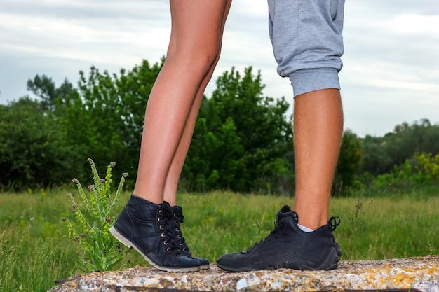 Vrouwelijke en mannelijke voeten