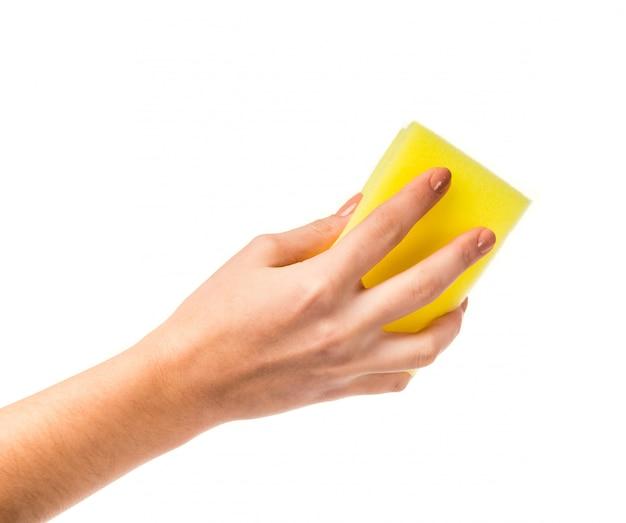 Vrouwelijke hand die een washandje houdt
