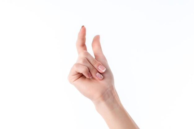 Vrouwelijke hand die het gebaar toont met omhoog de wijsvinger en duimclose-up