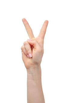 Vrouwelijke hand die twee vingers toont die op wit worden geïsoleerd