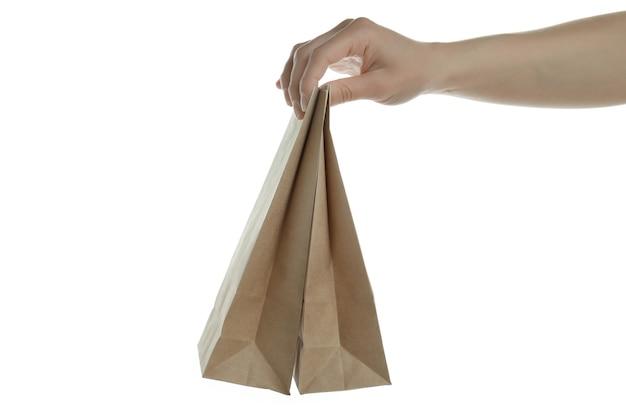 Vrouwelijke hand houden papieren zakken, geïsoleerd op wit