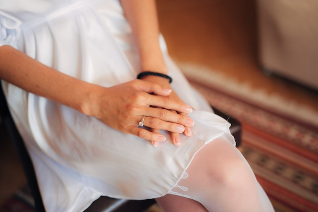 Vrouwelijke handen close-up buiten