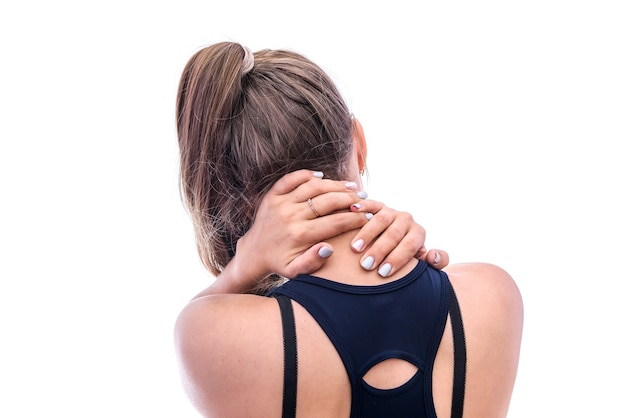 Vrouwelijke handen op nek van achterkant geïsoleerd op wit