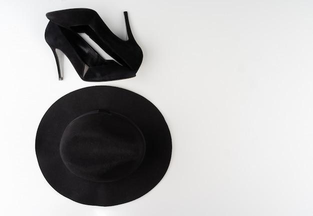 Vrouwelijke mode-accessoires op een witte achtergrond, bekijken van bovenaf