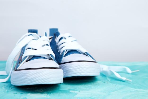 Vrouwelijke of mannelijke sneakers schoenen