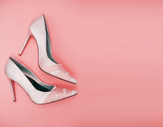 Vrouwelijke roze schoenen