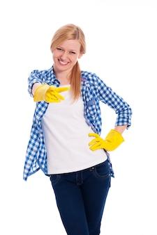 Vrouwelijke schonere wijzende vinger