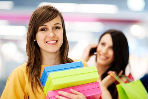 Vrouwelijke shoppers
