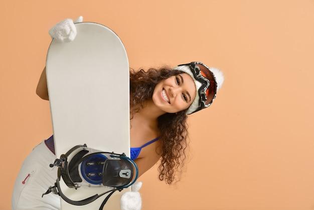 Vrouwelijke snowboarder Premium Foto