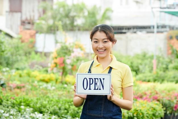 Vrouwelijke stadstuinarbeider