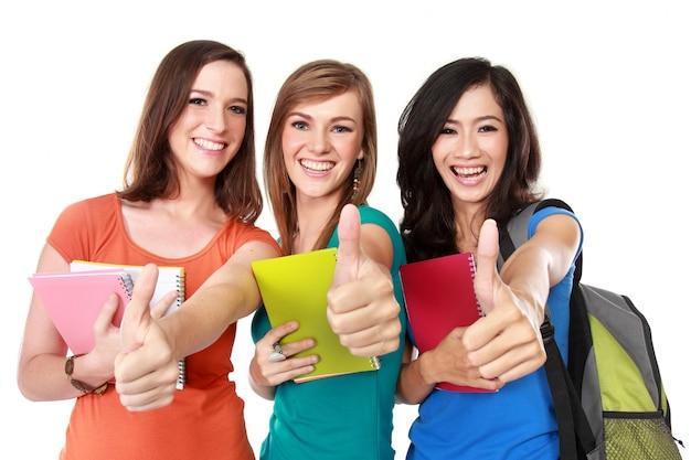 Vrouwelijke student samen duimen opdagen
