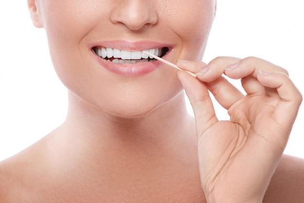Vrouwelijke tanden en tandenstoker