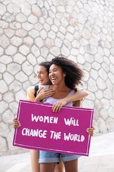Vrouwen die samen protesteren voor hun rechten