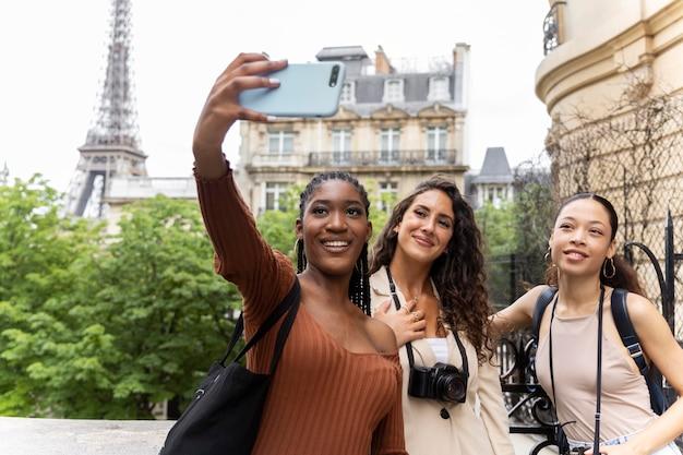 Vrouwen die samen reizen in frankrijk