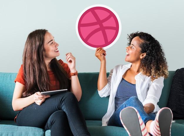 Vrouwen houden van een dribble-pictogram