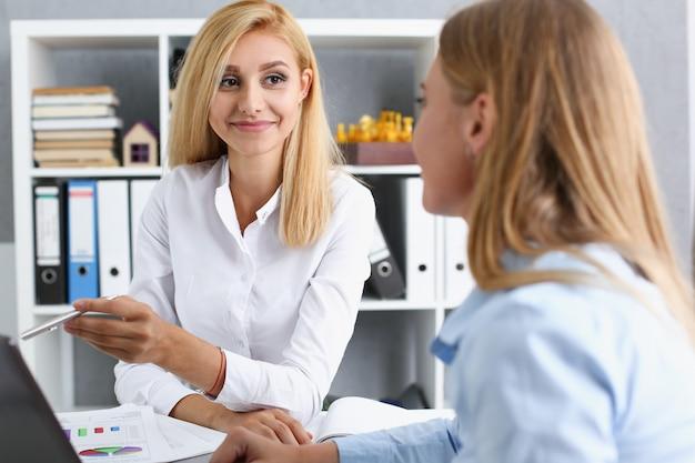 Vrouwen in een kantoor