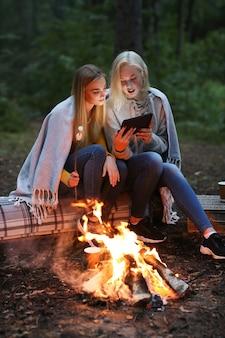 Vrouwen in het bos