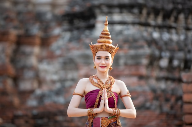 Vrouwen in traditionele klederdracht van thailand