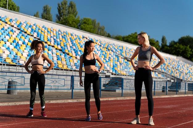 Vrouwen maken zich klaar om te rennen