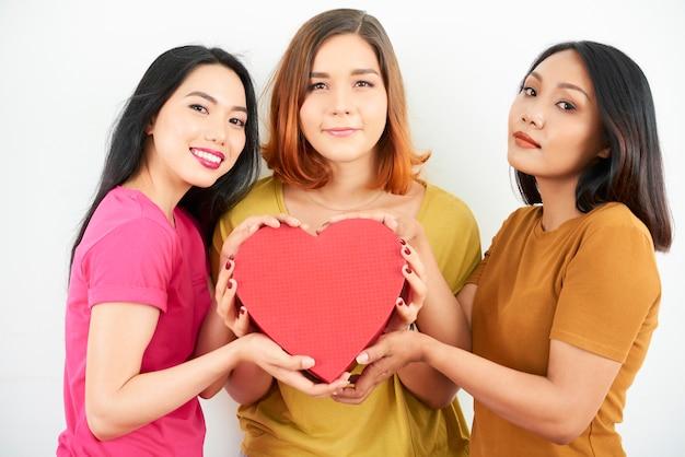 Vrouwen met een groot hart. valentijn concept