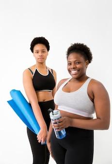 Vrouwen met pauze van fitnessles