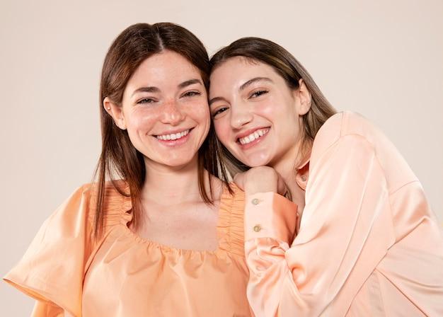 Vrouwen poseren samen medium shot
