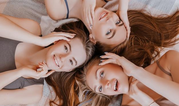Vrouwen rusten en hebben plezier