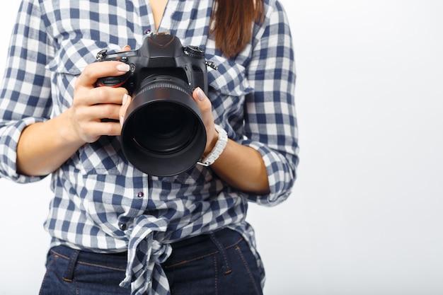 Vrouwenfotograaf op het werk