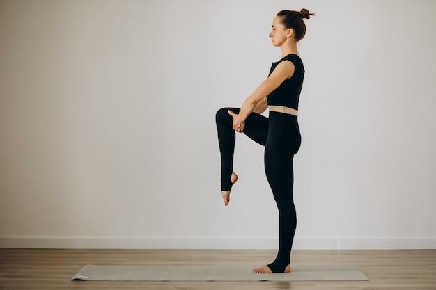 Vrouwenpraktijk pilates bij yogagym