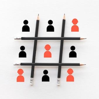 Vrouwenprestatieconcepten met personeelsteken en potlood. bedrijfsontwikkeling en concurrentie. brainstormen en vergaderen ideeën. teamwerk naar succes