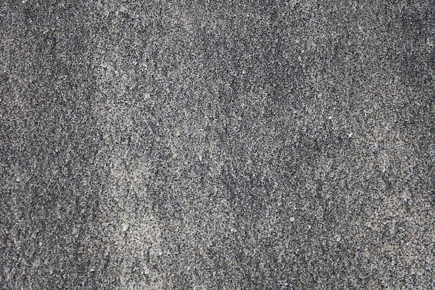 Vulkanisch zwart zand op het strand