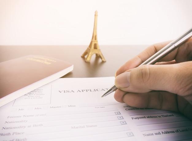 Vullend visumaanvraagformulier voor frankrijk parijs