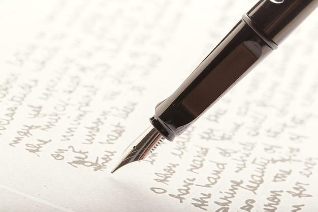 Vulpen op geschreven pagina