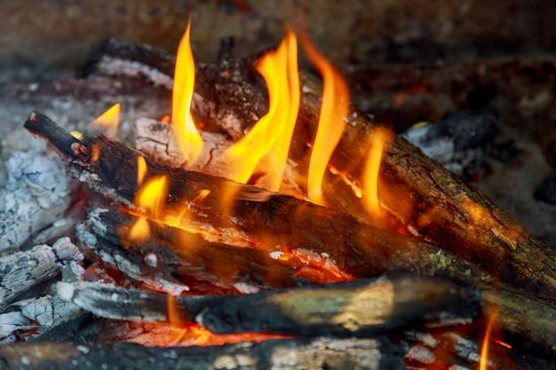 Vuur in de open haard