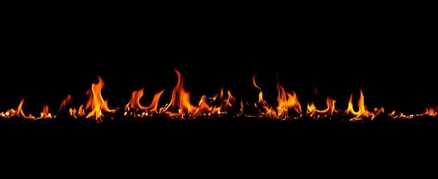 Vuur vlammen op de zwarte achtergrond