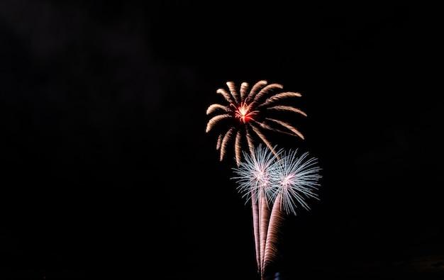 Vuurwerk op de hemel voor achtergrond.