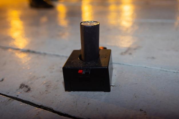 Vuurwerkapparaten opzetten pijpvorm mini pyrotechniek.
