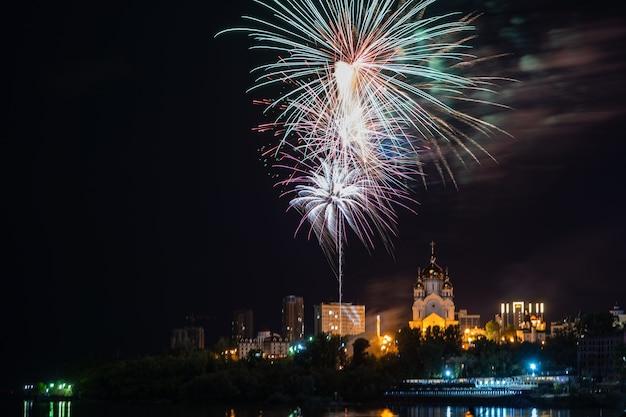 Vuurwerkconcept in khabarovsk gelukkig nieuwjaar