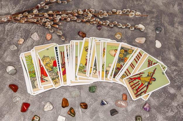 Waarzeggerij tarotkaarten en andere accessoires occulte esoterische