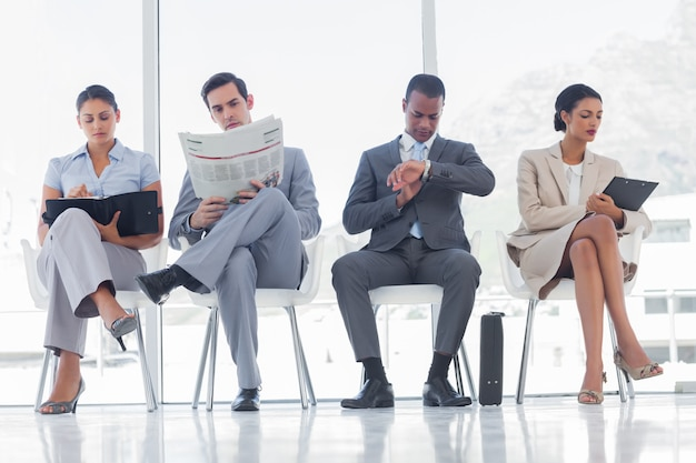 Wachtkamer met zakenmensen